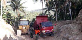 Walaupun Medan Sulit, Warga Tetap Menikmati Pembangunan TMMD