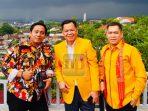 Achmad Taufan Soedirjo (Plt Ketua Ormas MKGR Banten) bersama Ketua Umum Ormas MKGR Roem Kono dan Sekertaris Jenderal Adies Kadir.