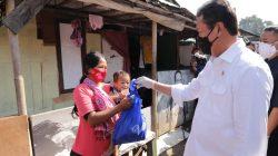 Menteri Trenggono Bagikan 1 Ton Ikan di Bantargebang